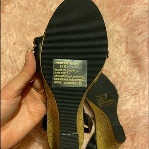 SO Shoes - *NEW* Black wedges